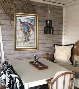 картина в интерьере гостиная дома